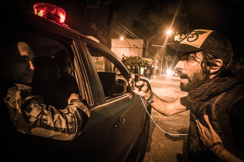Im Fokus der Ninja-Kamera: das Verhalten der Militärpolizei
